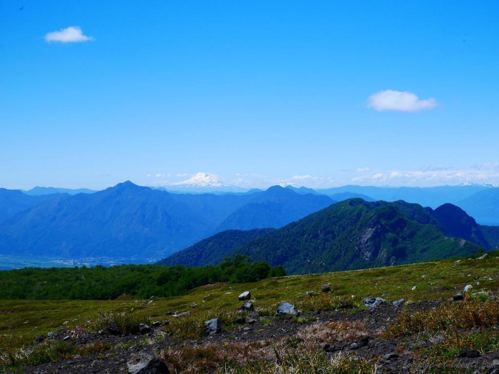 Au fond, le volcan Llaima où nous irons le surlendemain
